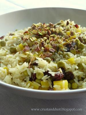Pilaf z groszkiem, rodzynkami i pistacjami