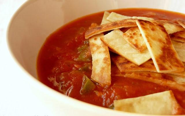Zupa meksykańska z tortillą