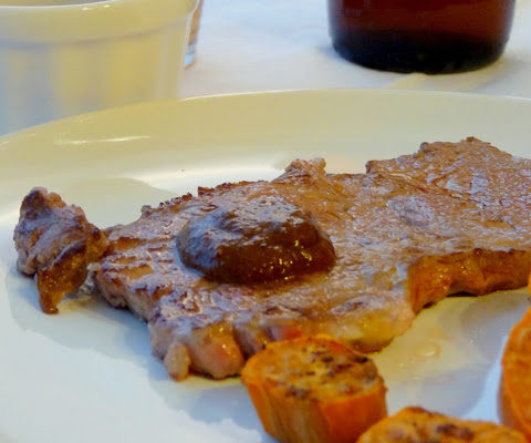 Stek wołowy z sosem piernikowym