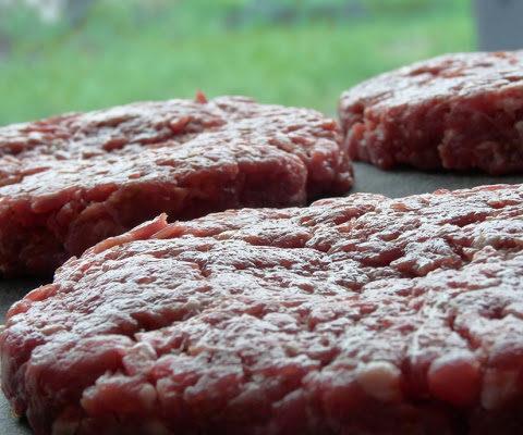 Jak zrobić idealne hamburgery z grilla?