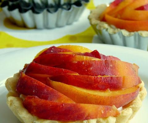 Babeczki z brzoskwiniami i kremem z ricotty