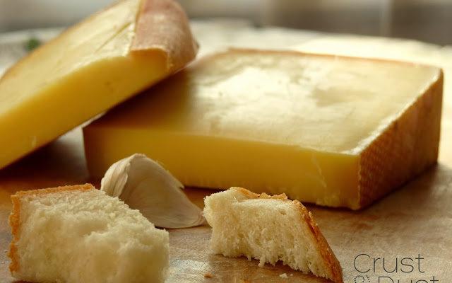 "Szwajcarskie fondue ""moitié-moitié"""