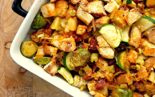 Zapiekanka z chałką, chorizo i warzywami