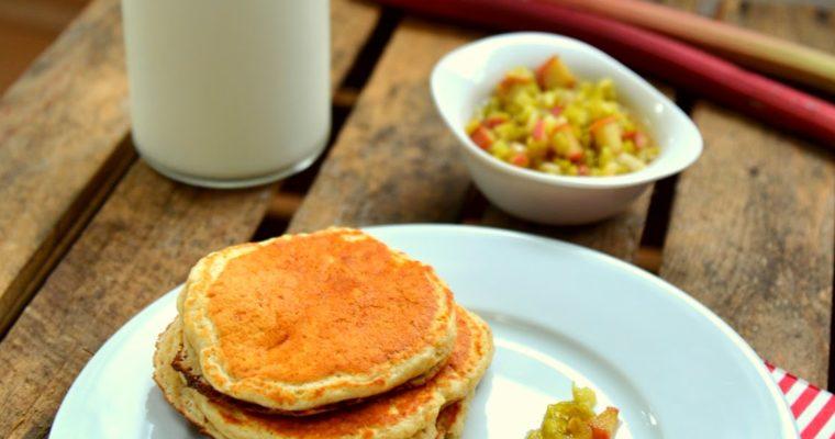 Orkiszowo-amarantusowe pancakes z rabarbarem