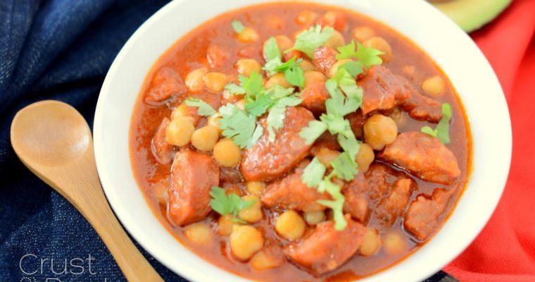 Ciecierzyca w pomidorach z chorizo
