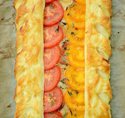 Tarta z serem gruyere i pomidorami – piękna i szybka
