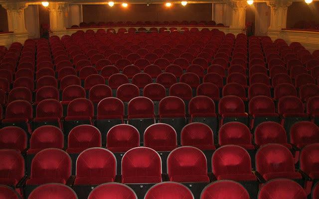 Naprawdę musisz jeść w teatrze?
