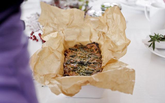 Śliwkowy Yorkshire pudding z szałwią i boczkiem