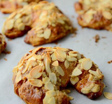 Croissanty z migdałami