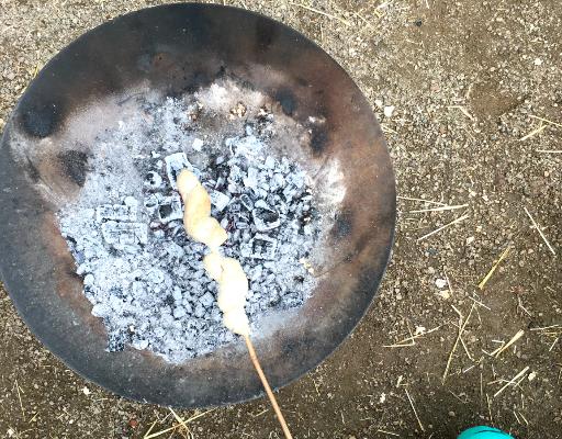 Duńskie bułeczki z ogniska, czyli snobrød w praktyce